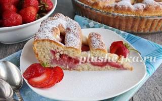 Пирог из дрожжевого теста с клубникой
