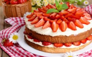 Торт с клубникой и сгущенкой