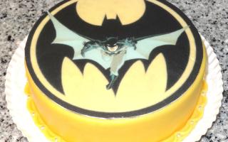 Торт с бэтменом из мастики