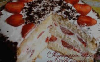 Торт с клубникой и сметаной без выпечки