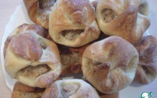 Пирожки слоеные с мясом