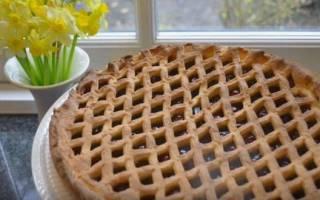 Пирог из слоеного теста с вишней