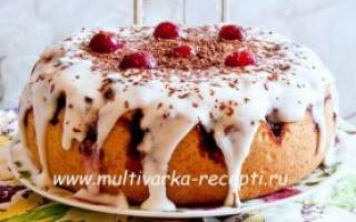 Пирог в мультиварке с вишней