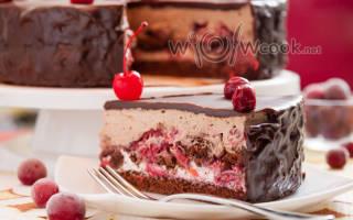 Торт шоколадный с вишней и сметанным кремом