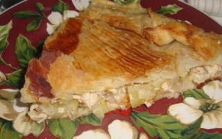 Пирог из слоеного теста с картошкой и курицей