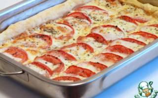 Пирог с моцареллой и помидорами