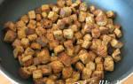 Сухарики с чесноком на сковороде