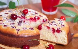 Пирог на кефире с замороженной вишней