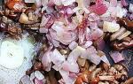 Жареные опята со сметаной и луком