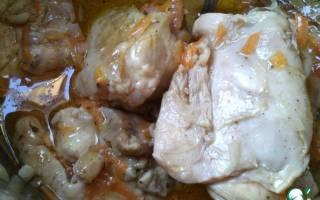 Тушеные куриные бедра