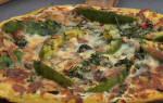 Пицца с колбасой и курицей