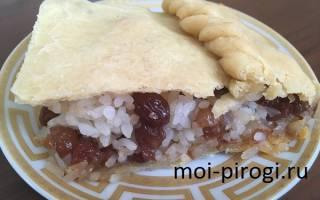 Пирог с изюмом и рисом