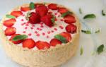 Торт муссовый клубничный